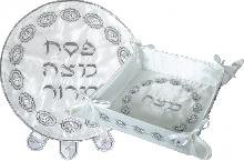 Set of passover-stand and cover for matzah